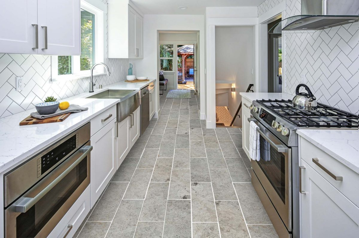 7-50087361-Kesir-Tundra-Light-Gray-Polished-Marble-Tiles-photo-from-a-kitchen